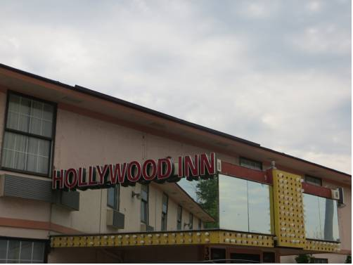 Hollywood Inn & Suites