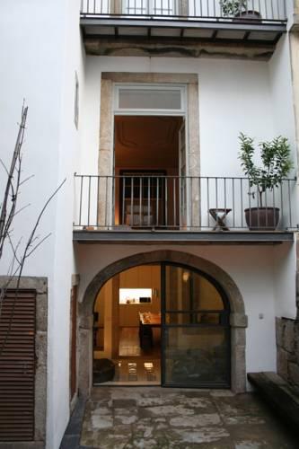 Almada Guesthouse