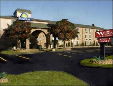 Days Inn & Suites Detroit Metropolitan Airport
