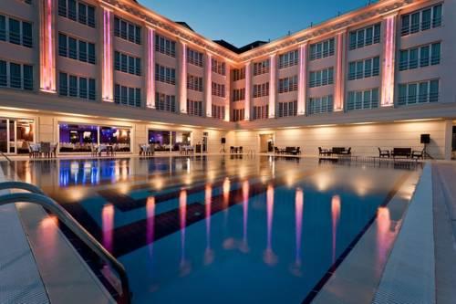 Kum Resort Hotel