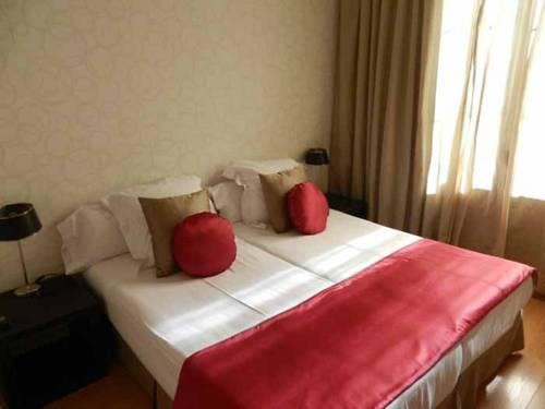 Grandom Suites