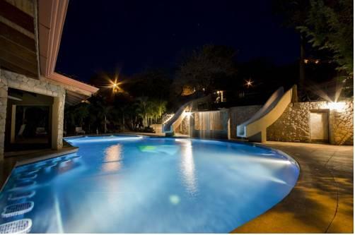 Villa Hermosa Heights