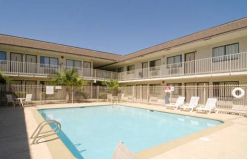 Americas Best Value Inn and Suites Groves