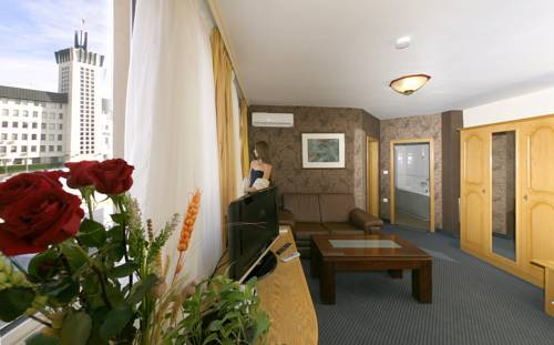 Avion Hotel