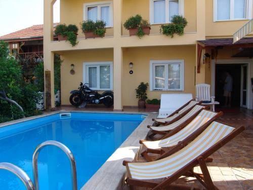 A&B Home Hotel