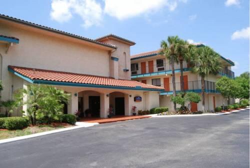 Howard Johnson Inn & Suites Jacksonville