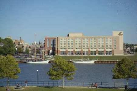 DoubleTree by Hilton Bay City - Riverfront
