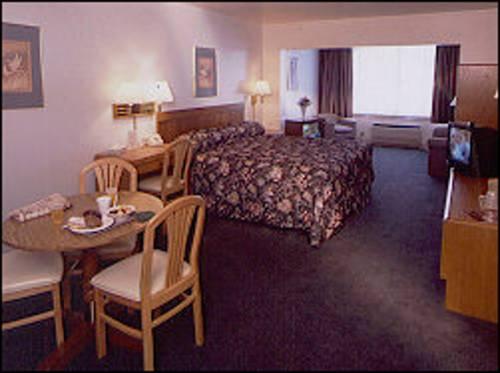 Westfield Inn & Suites