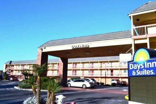 Days Inn & Suites Huntington Beach