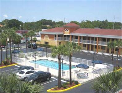 Howard Johnson Express Inn Suites - South Tampa / Airport