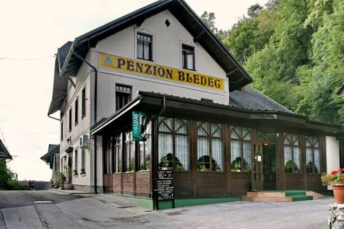 Youth Hostel & Penzion Bledec