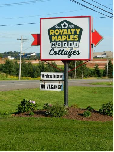 Royalty Maples Cottages and Motel