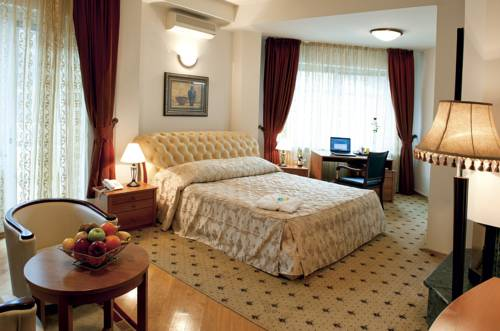 Aristocrat Palace Hotel