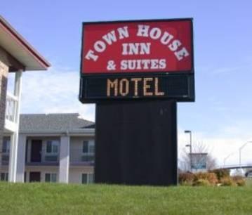 Townhouse Inn & Suites
