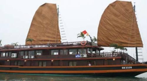 Halong Classic Sail