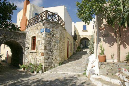 Arolithos Traditional Village Hotel