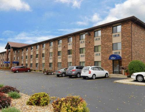 Baymont Inn and Suites Naperville