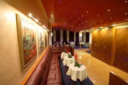 Hotel Dinara