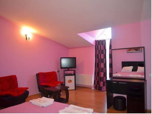 Qeroli Hotel