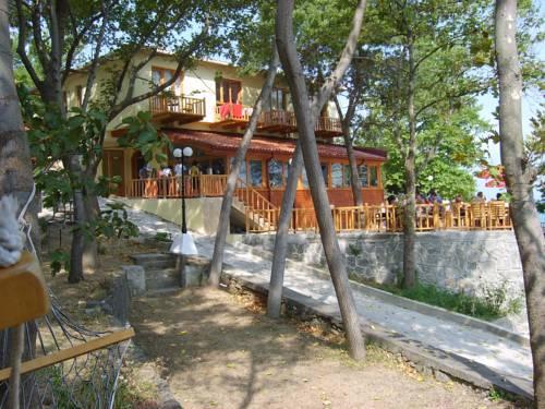 Tezel Pansiyon & Camping