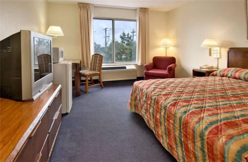 Rodeway Inn & Suites Hampton