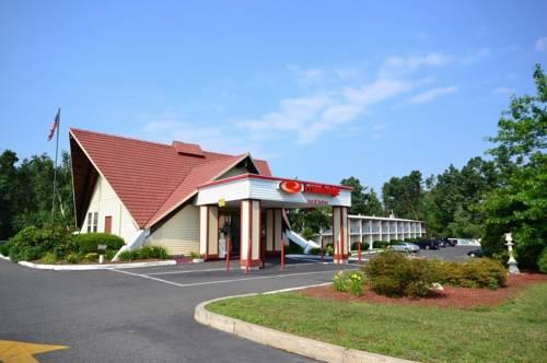 Econo Lodge Inn & Suites Westfield