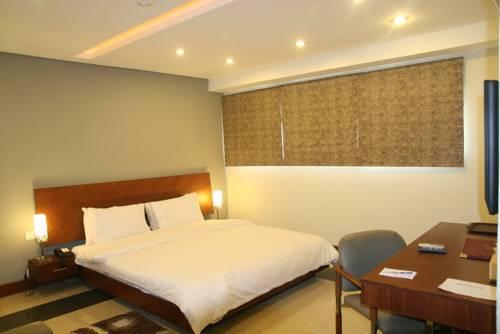 Hotel One Hussain Chowk