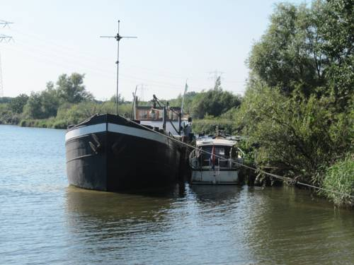 Houseboat Wobbly