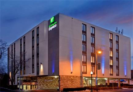 Holiday Inn Express Kansas City Westport Plaza