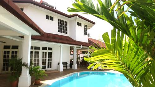 Rumah Putih Bed & Breakfast near KLIA & LCCT