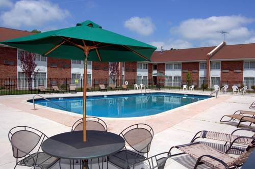 Clarion Inn & Suites East Windsor