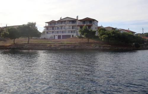 Trizonia Beach Hotel
