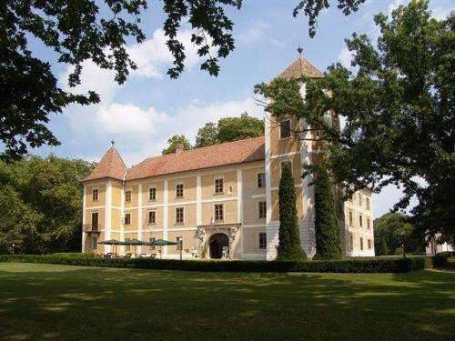 Hedervary Castle