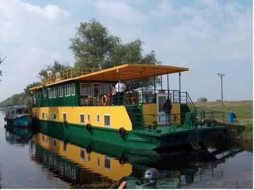 """Hotel plutitor """"Sageata Apei"""""""